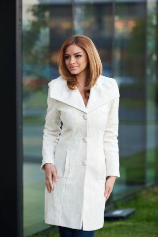 palton elegant cu dantela aplicata