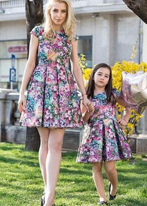rochii mama si fiica identice in clos
