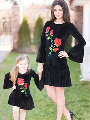 Cumpara Set rochii brodate mama si fiica